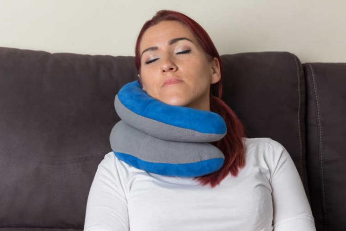 CLEVER TRAVEL PILLOW BY BEPRO HOME
